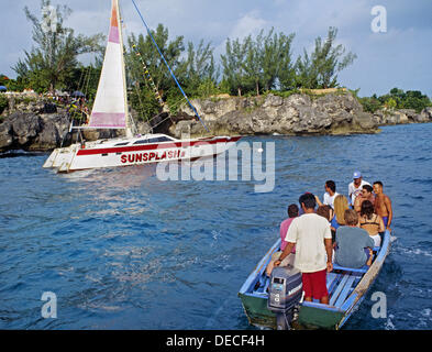 Boats by Rick´s Cafe, Negril, Jamaica - Stock Photo