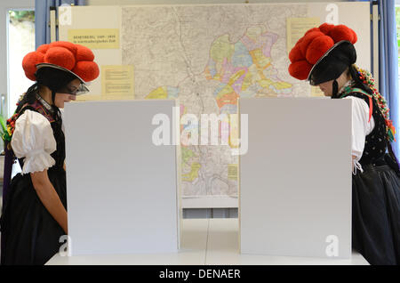 Hornberg-Reichenbach, Germany. 22nd Sep, 2013. Gerlinde Moser (L) and Corinna Woehrle (R) vote while wearing traditional - Stock Photo