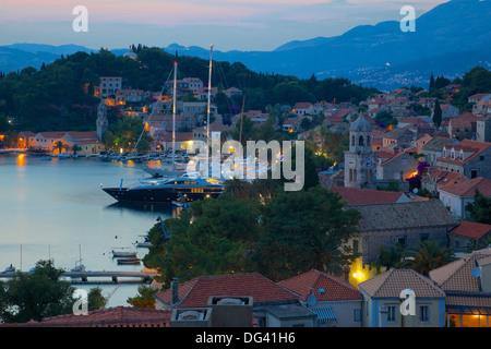 View over Old Town at dusk, Cavtat, Dubrovnik Riviera, Dalmatian Coast, Dalmatia, Croatia, Europe - Stockfoto