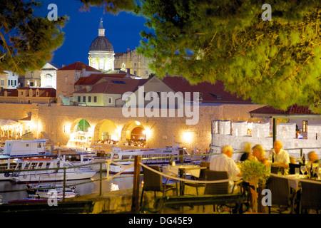 Harbour and Old Town at dusk, Dubrovnik, Dubrovnik Riviera, Dalmatia, Croatia, Europe - Stockfoto