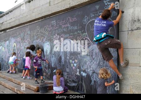Paris France Europe French Seine River La Rive Gauche Left Bank Berges de Seine teen girl friends drawing giant - Stock Photo