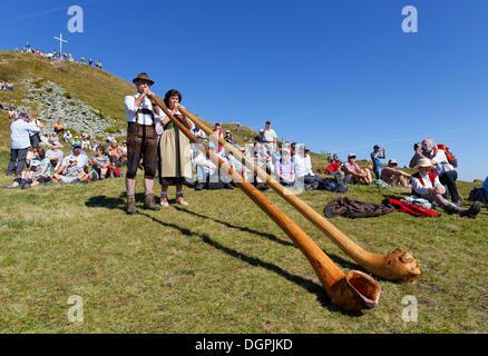 Alphorn players, Diedamskopf, Schoppernau, Bregenzerwald, Bregenzer Wald, Vorarlberg, Austria - Stock Photo