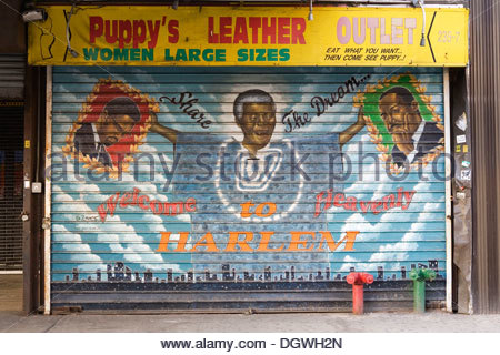 Painted shutters of a clothing store in Harlem, West 125th Street, Nelson Mandela holding up the portraits of Malcolm - Stock Photo