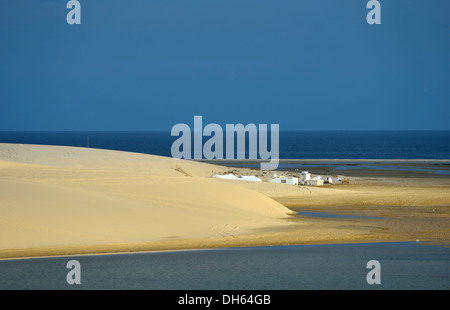 Bedouin tents, sand dune, Inland Sea, desert miracle of Qatar, Khor Al Udeid Beach, auch Khor El Deid, Inland Sea - Stockfoto