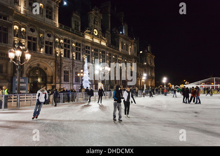 Ice skaters at the town hall Hotel de Ville at Christmas season, Paris, Ile de France, France, Europe - Stock Photo