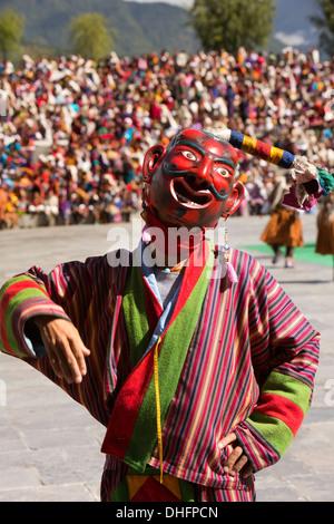 Bhutan, Thimpu Dzong, annual Tsechu, festival Atsara, masked jester gesturing - Stockfoto