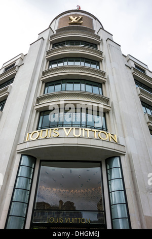 louis vuitton bag show window display singapore orchard road modern stock photo royalty free. Black Bedroom Furniture Sets. Home Design Ideas