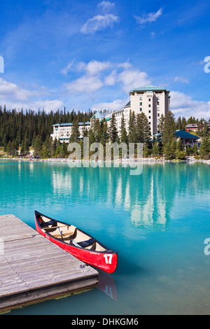 Red canoe for hire on Lake Louise in front of Fairmont Chateau Lake LouiseBanff national Park Alberta Canadian Rockies - Stockfoto