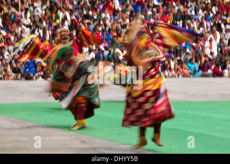 Bhutan, Thimpu Dzong, annual Tsechu, Dance of the Three Kinds of Ging, blurred dancers - Stockfoto