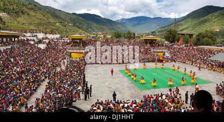 Bhutan, Thimpu Dzong, annual Tsechu Raksha Mangcham Dance, with lord of death - Stockfoto