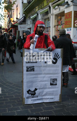 London, UK. 22nd November 2013. Activist hands out leaflets at Anjem Choudary's Islamic Roadshow protest to stop - Stock Photo