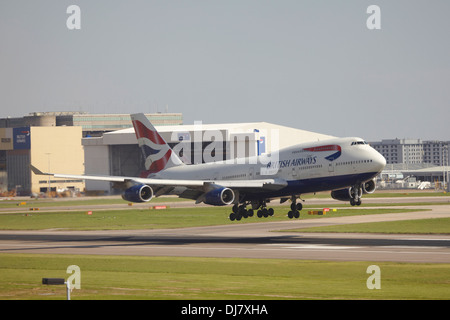 British Airways Boeing 747 jumbo jet landing at London Heathrow Airport - Stock Photo
