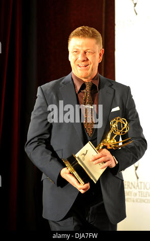 New York, NY, USA . 25th Nov, 2013. British actor Sean Bean poses after winning 'Best Performance by An Actor' award - Stock Photo