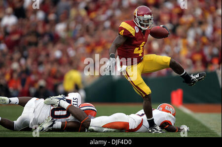 Jan 01, 2008 - Pasadena, California, USA - NCAA Football Rose Bowl: USC's JOE McKNIGHT runs for a 1st down in the - Stock Photo