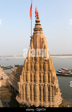 Temple dedicated to the god Shiva near the Ganges river in Varanasi. - Stock Photo
