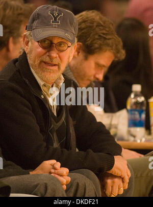 Jan 05, 2007; Los Angeles, CA, USA; Movie Director and producer STEVEN SPIELBERG sits courtside as the Los Angeles - Stock Photo