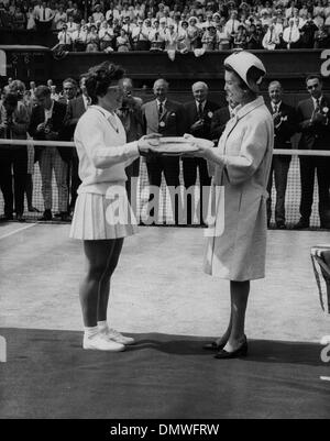 July 2, 1966 - London, England, U.K. - PRINCESS MARINA, Duchess of Kent presents BILLIE JEAN KING with the winner's - Stock Photo