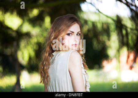 Portrait of young woman looking at camera - Stockfoto