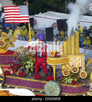 Jan 02, 2006; Pasadena, CA, USA; A float drives down Colorado Boulevard during the 117th annual tournament of Roses - Stock Photo