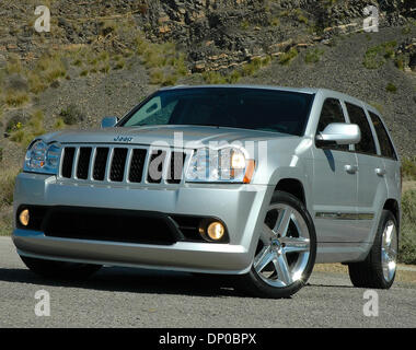 2006 jeep grand cherokee srt8 in black dashboard center. Black Bedroom Furniture Sets. Home Design Ideas