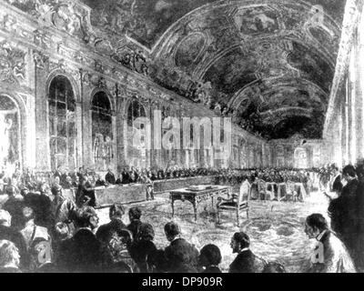 The signing of the peace treaty in the Palace of Versailles: Opening of the session by French minister president - Stock Photo