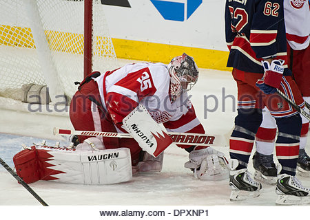 Manhattan, New York, USA. 16th Jan, 2014. January 16, 2014: Detroit Red Wings goalie Jimmy Howard (35) covers the - Stock Photo