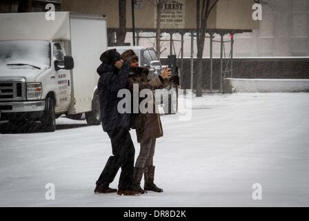 New York, NY, USA. 21st Jan, 2014. A couple take selfies during a snowstorm in New York City, the United States, - Stock Photo