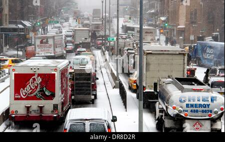 New York, NY, USA. 21st Jan, 2014. Vehicles are stuck in a traffic jam during a snowstorm in New York City, the - Stock Photo