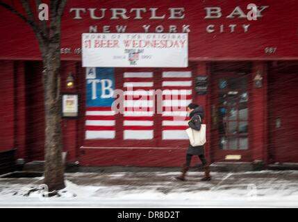 New York, NY, USA. 21st Jan, 2014. A pedestrian walks past a bar during a snowstorm in New York City, the United - Stock Photo