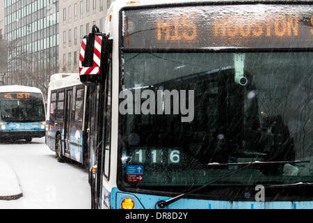 New York, NY, USA. 21st Jan, 2014. Buses which have stopped service park on the roadside during a snowstorm in New - Stock Photo