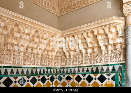 Islamic decoration on the walls of one of the nasrid for Alhambra decoration