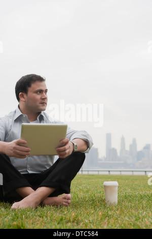 Businessman using laptop, Hoboken, New Jersey, USA - Stockfoto