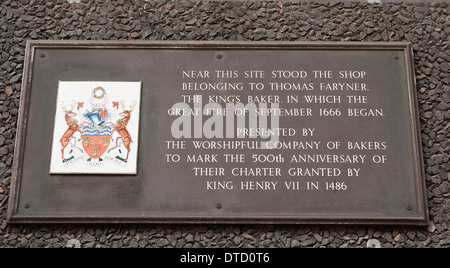 Plaque marking the spot where the Great Fire of London began in 1666. - Stockfoto