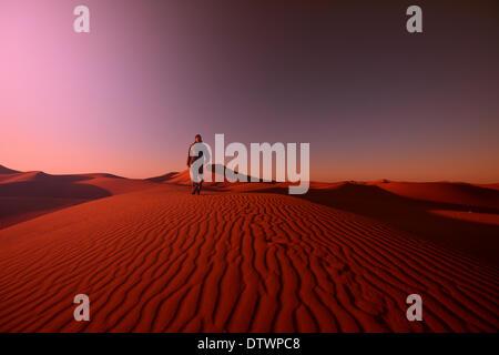 Hike in desert - Stockfoto