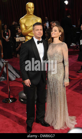 Los Angeles, USA. 2nd Mar, 2014. Brad Pitt (L) and Angelina Jolie arrive at the red carpet for the 2014 Oscars at - Stock Photo