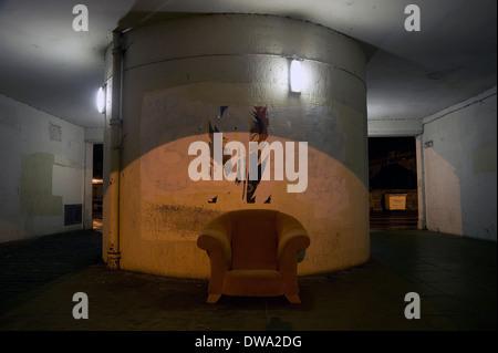 Abandoned chair - Stockfoto