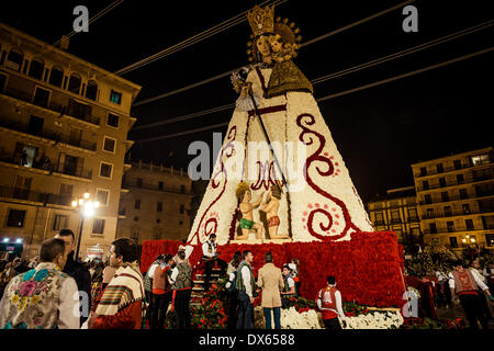 Valencia, Spain. March 18th, 2014: At the 2nd days evening, the virgins image is nearly finished. At the end the - Stock Photo