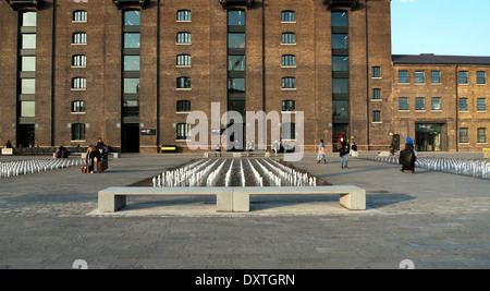 UAL Central St Martins, CSM University of the Arts in Granary Square, Kings Cross London N1  England UK KATHY DEWITT - Stock Photo