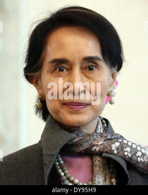 Berlin, Germany. 10th Apr, 2014. The Burmese Nobel Peace Prize Laureate Aung San Suu Kyi arrives at the Castle Bellevue - Stockfoto
