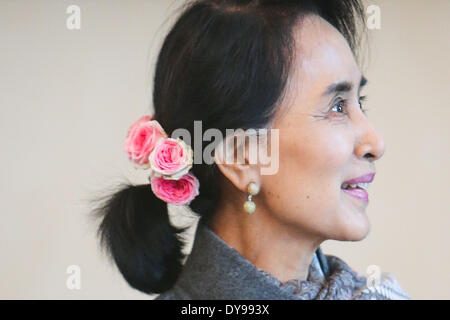 Berlin, Germany. 10th Apr, 2014. Myanmar opposition leader Aung San Suu Kyi attends a welcome ceremony at the Presidential - Stock Photo