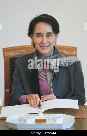 Berlin, Germany. 10th Apr, 2014. Myanmar opposition leader Aung San Suu Kyi smiles after signing on the guestbook - Stock Photo