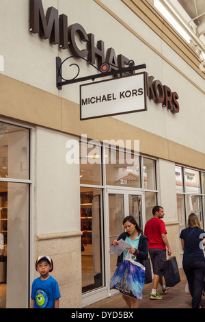 Michael kors outlet store in vaughan mills mall in toronto - Michael kors jersey gardens mall ...