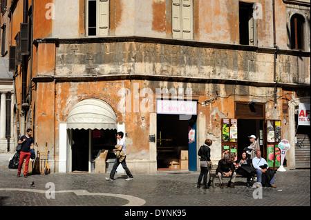 Italy rome jewish ghetto palazzo cenci medusa head for Design del portico di casa