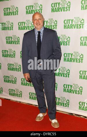New York, NY, USA. 24th Apr, 2014. Tom Colicchio at arrivals for City Harvest 20th Annual An Evening of Practical - Stock Photo