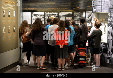 New York, USA. 28th Apr, 2014. Students listen to a Holocaust survivor in the Museum of Jewish Heritage in New York - Stock Photo