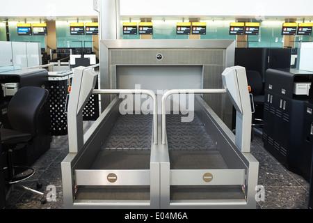 London Heathrow airport terminal 2 baggage conveyor - Stock Photo