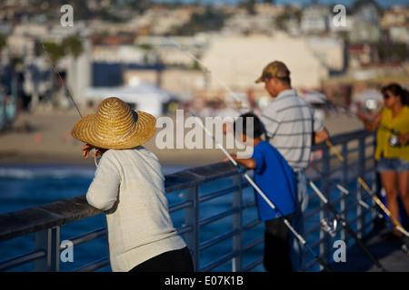 Evening Fishing On The Pier: Hermosa Beach California. - Stockfoto