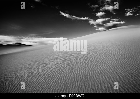 Mesquite Flat Sand Dunes in the Death Valley in the early morning. Death Valley National Park, California, USA - Stockfoto