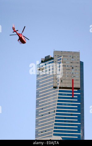 MELBOURNE - APR 13 2014:Helicopter fly near Eureka Tower, It is currently the 98th tallest building in the world. - Stockfoto