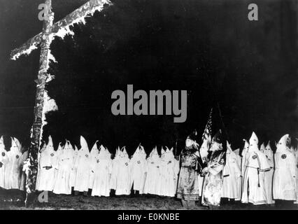 a history of the ku klux klan a racist group in the united states Can you briefly explain the history of the kkk (ku klux  this small group was called ku klux klan,  papers being spread in some places of united states even.